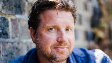 Jeremy Ovenden nimmt im Markgräflichen Opernhaus die Rolle des Tenors ein. Er spielt dort mit den Bamberger Symphonikern.