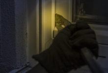 Über ein Fenster sind Einbrecher in ein Haus in Bayreuth eingebrochen.