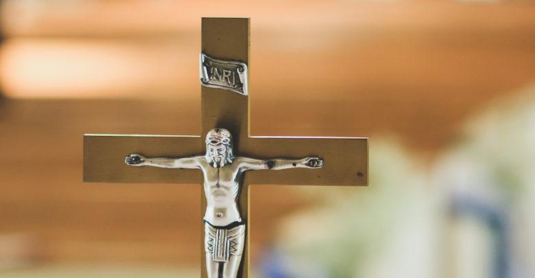 Ein Mann hat sich in Bamberg in eine Kirche einsperren lassen, um dort zu klauen.