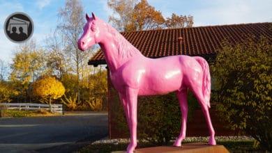 Skulptur Reitanlage Pink Piaffe