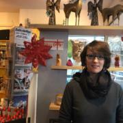 Silvia Schultes in den Räumen des Weltladens