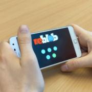 "Smartphone mit App ""reblob"""