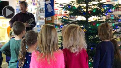 Christbaumschmücken in Pottenstein mit Vorschulkindern