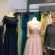 Petra Becker vom Laden Yvonne Mode in Bayreuth vor Kleidern