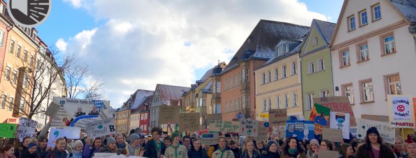 Demonstranten am Herkulesbrunnen in der Maximilianstraße