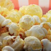 Popcorn unten in einer Tüte