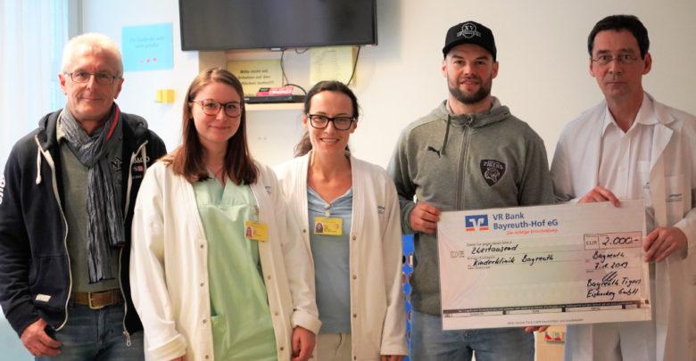 Spendenübergabe am Klinikum der Bayreuth Tigers