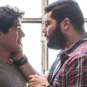 mybigcrazyitalienwedding: Männer berühren sich im Gesicht