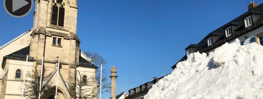 Am Bischofsgrüner Marktplatz entsteht Schneemann Jakob