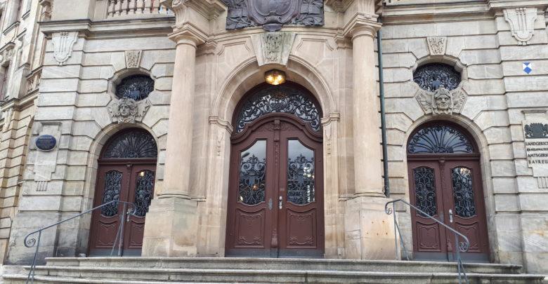 Versuchter Mord in Bayreuth. Die Öffentlichkeit wurde ausgeschlossen.