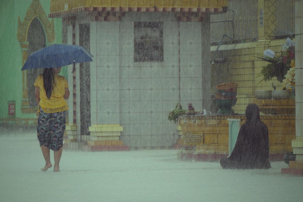 monk woman passing by. Yangon. Südostasien