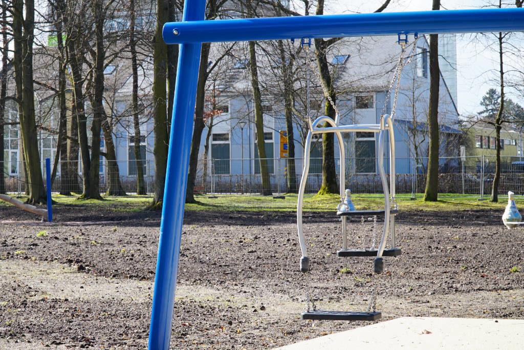 Eltern-Kind-Schaukel im Hofgarten