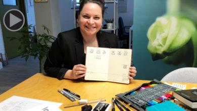 Joanna Birkel mit einem Bullet Journal