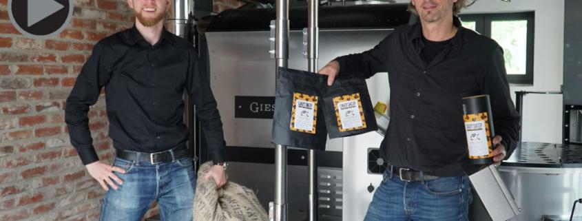 Barista Simon Bayer und Geschäftsführer Thomas Wenk von der Crazy Sheep Kaffeemanufaktur.