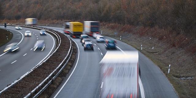 Raser auf der Autobahn. Symbolfoto: pixabay