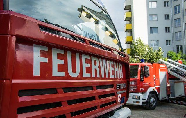 Bei einem Unfall in Hof wurde ein Feuerwehrmann beleidigt.