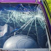 Auf der A70 bei Scheißlitz haben Unbekannte einen Gegenstand auf ein Auto geworfen.