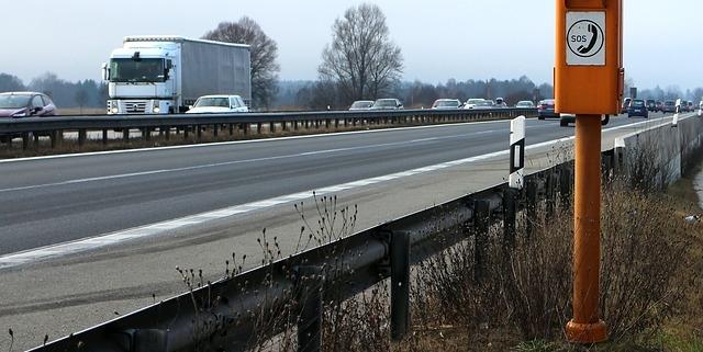 Auf der A93 bei Rehau in Richtung Selb ist ein Lastwagen einfach auf die linke Spur gefahren.