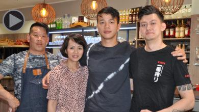 (v.l.n.r.): Koch Kay Tanaka, daneben Thi Hiep Nguyen und ihr Sohn und Inhaberdes Wagaya, Tuan Anh Nguyen, sowie Sushi-Koch Dennis Lee.