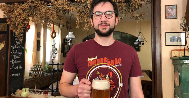 Christian Hacker von der Manns Bräu hat mit seinem Bruder Johannes für den Juli das Summer Ale gebraut: Ein Helles mit fruchtigen Noten.