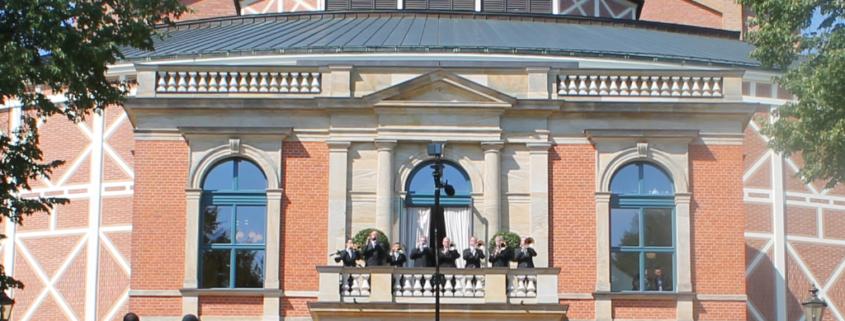 Die Fanfarenbläser am Eröffnungstag 2019 vor dem 1. Akt. Foto: Thorsten Gütling