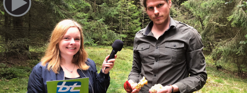 (v.l.) bt-Redakteurin Carolin Richter mit Pilzberater Armin Haas