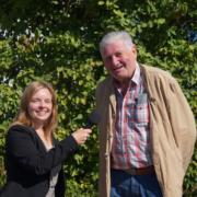 Redakteurin Carolin Richter und Adolf Reinel, erster Vorsitzender des Jägervereins Bayreuth e.V. ,