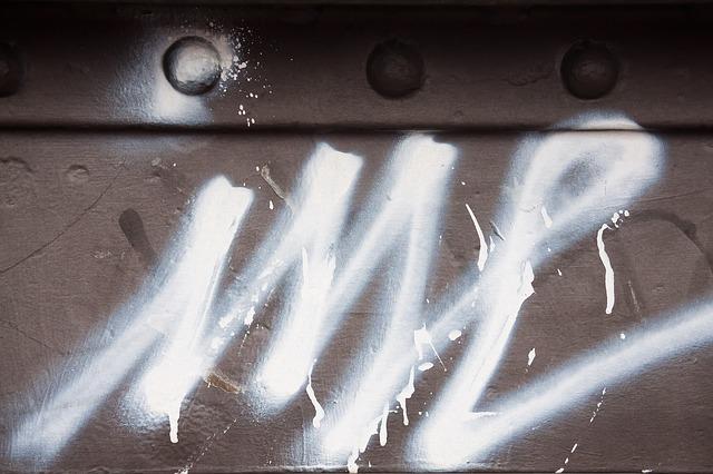 Trotz nächtlichem Ausgangs- und Kontaktverbot hatten sich Vandalen an einer Hütte bei Döbrastöcken zu schaffen gemacht.Die Polizei Naila hat sie ermittelt. Symbolfoto: pixabay