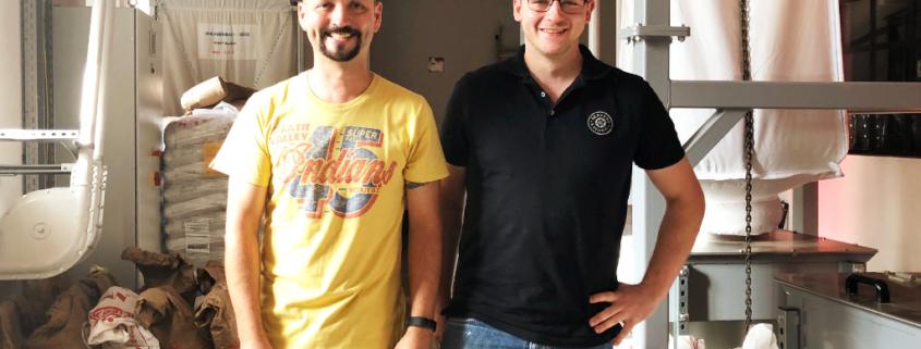 Hobbybrauer Heiko Müller mit Braumeister Markus Briemle