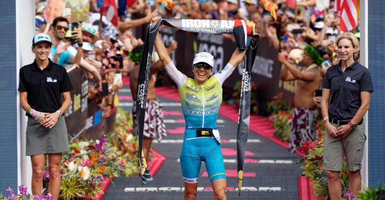 Anne Haug triumphiert beim Iron Man auf Hawaii. Foto: http://petkobeier.de/