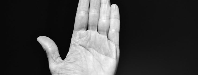 """Halloween 2020 in Oberfranken: Frau rutscht bei """"Süßes oder es gibt Saures"""" die Hand aus. Symbolfoto: pixabay"""