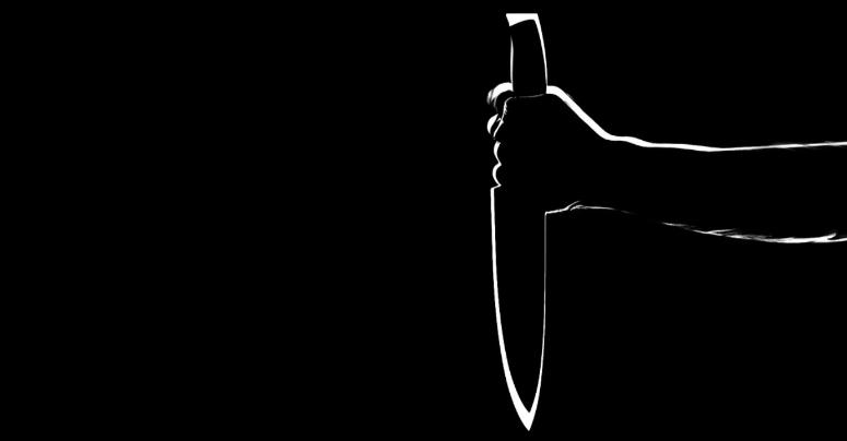 Ein Mann hat einen anderen Mann in Marktredwitz mit einem Messer bedroht.