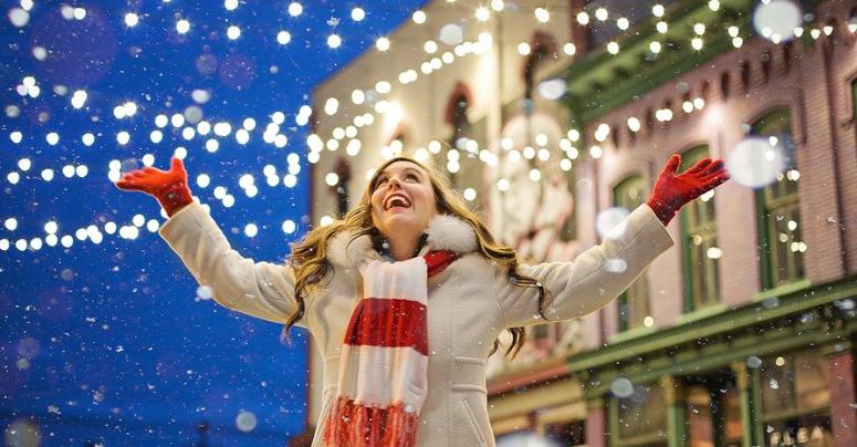 Freude an Weihnachten. Hier gibt's noch gute Preise zu gewinnen. Symbolbild: Pixabay.