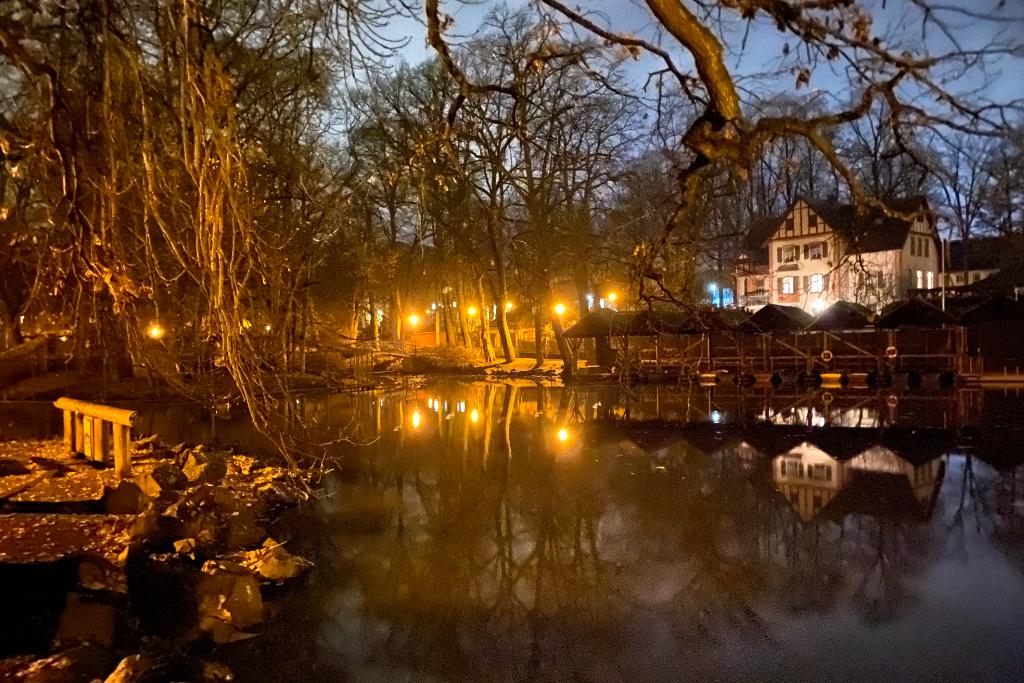 Röhrensee Bayreuth bei Nacht