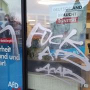 Schmierereien auf dem Büro der Bayreuther AfD. Foto: AfD Bayreuth.