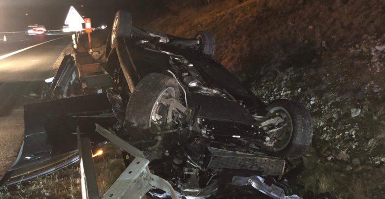 Unfall auf der A9 bei Bayreuth. Auto überschlägt sich mehrfach.
