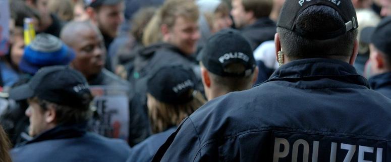 Die Polizei sorgt bei einer Demo für Sicherheit. Symbolbild: Pixabay.