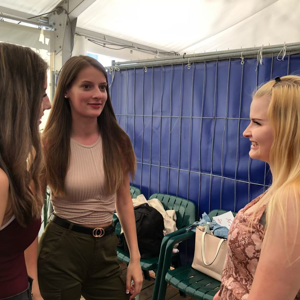 Kandidatinnen backstage