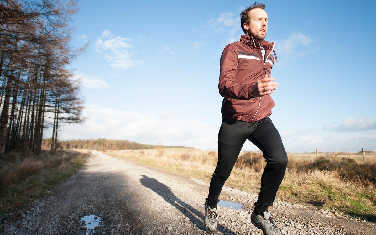 Ein Jogger ist unterwegs. Symbolbild: pixabay