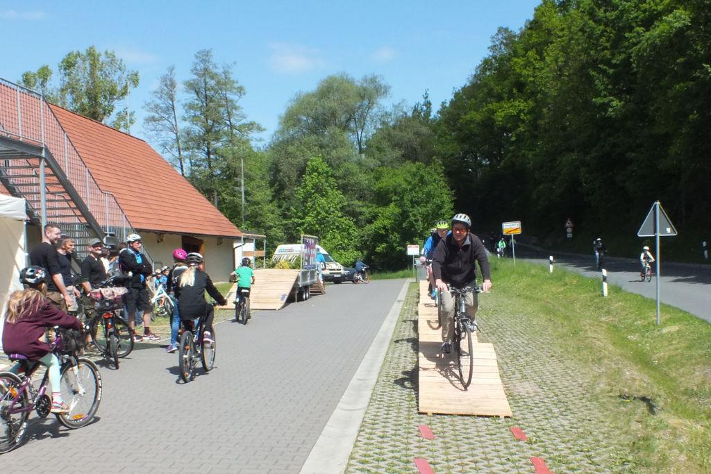 Rampe für Fahrräder beim Autofreien Sonntag