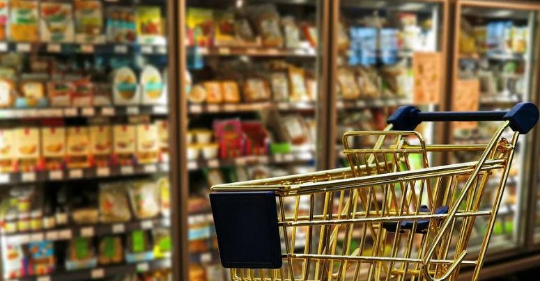 Einkaufswagen sollen im Edeka in Kulmbach genutzt werden, um einen Überblick der Menschen im Markt zu haben. Symbolbild: pixabay