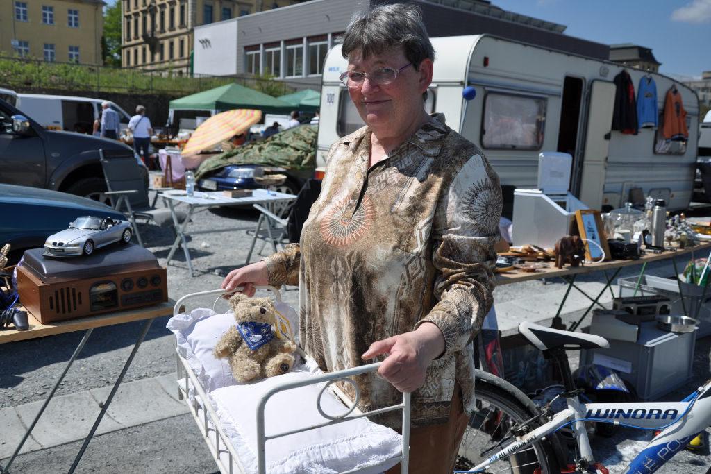 Flohmarkt Erinnerung Puppenbett