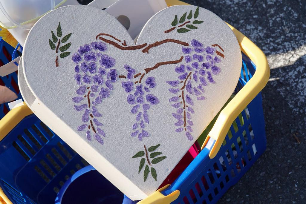 Bemaltes Herz zur Verstauung von Akten