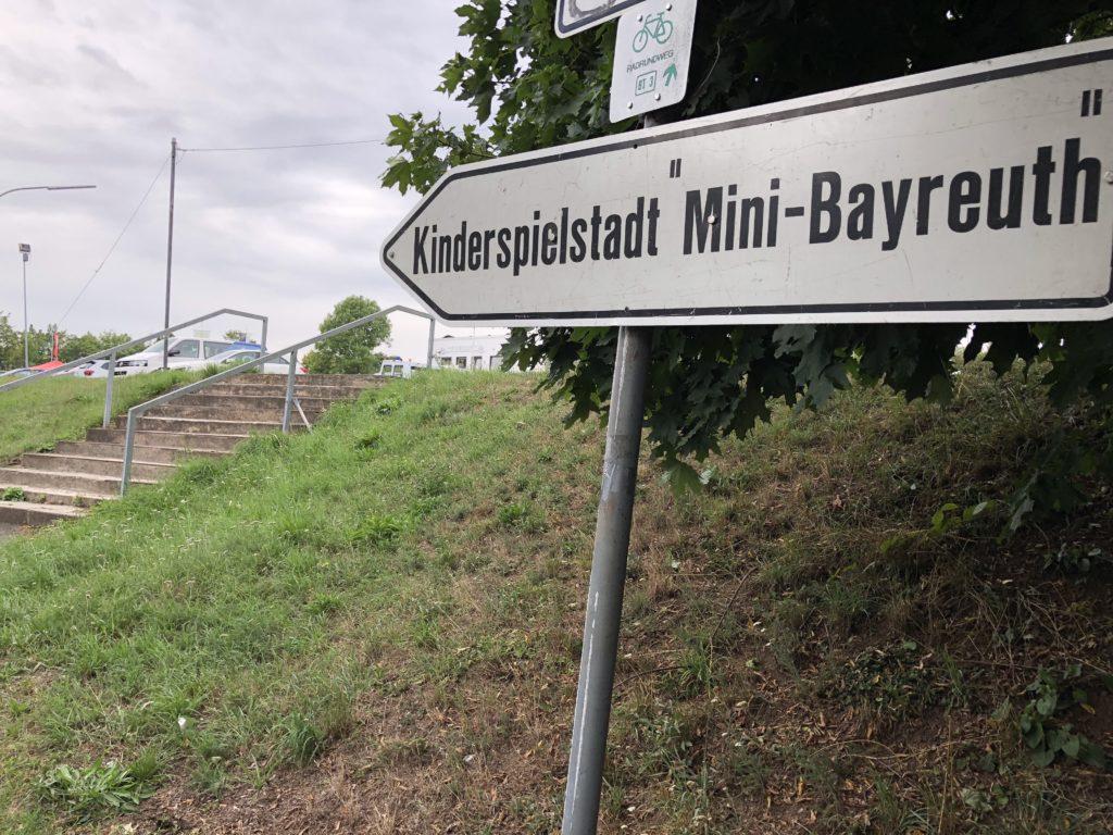 Mini Bayreuth ist noch bis zum 9. August auf dem Gelände des SC Kreuz.