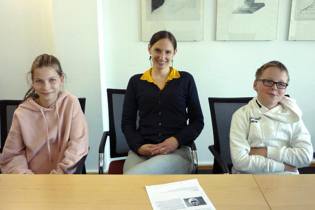 Kinderuni 03: (v.l.) Sarah, Professorin Dr. Ulrike Beisel und Phillip.
