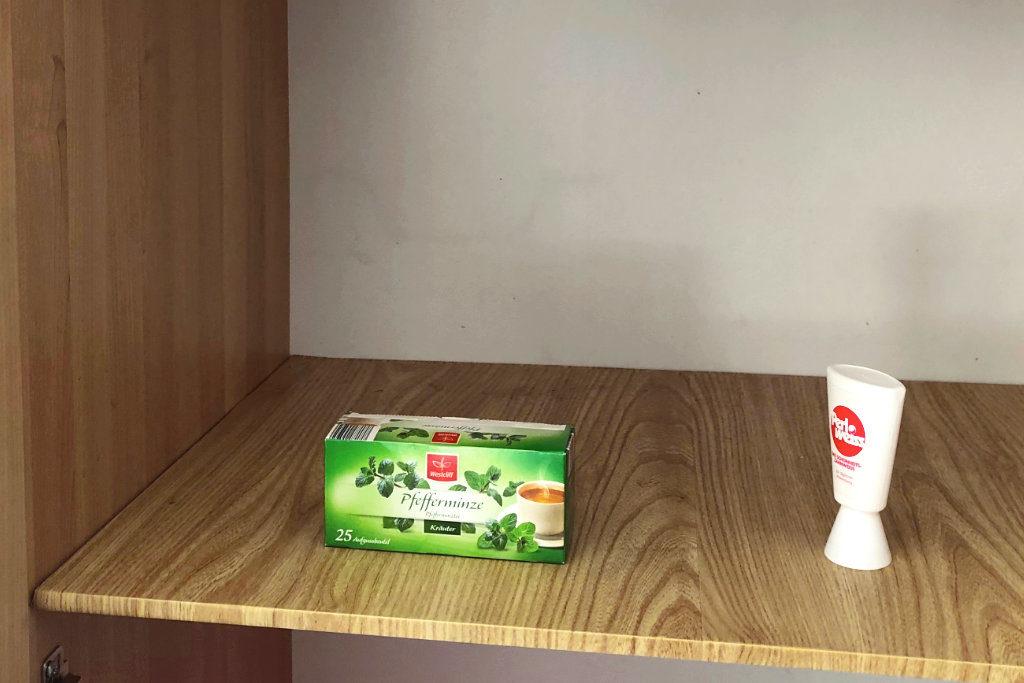 Im Fair-Teiler lag aktuell nur Pfefferminztee und Zahnpasta. Alle anderen Produkte haben im Laufe des Vormittags schon einen neuen Besitzer gefunden.