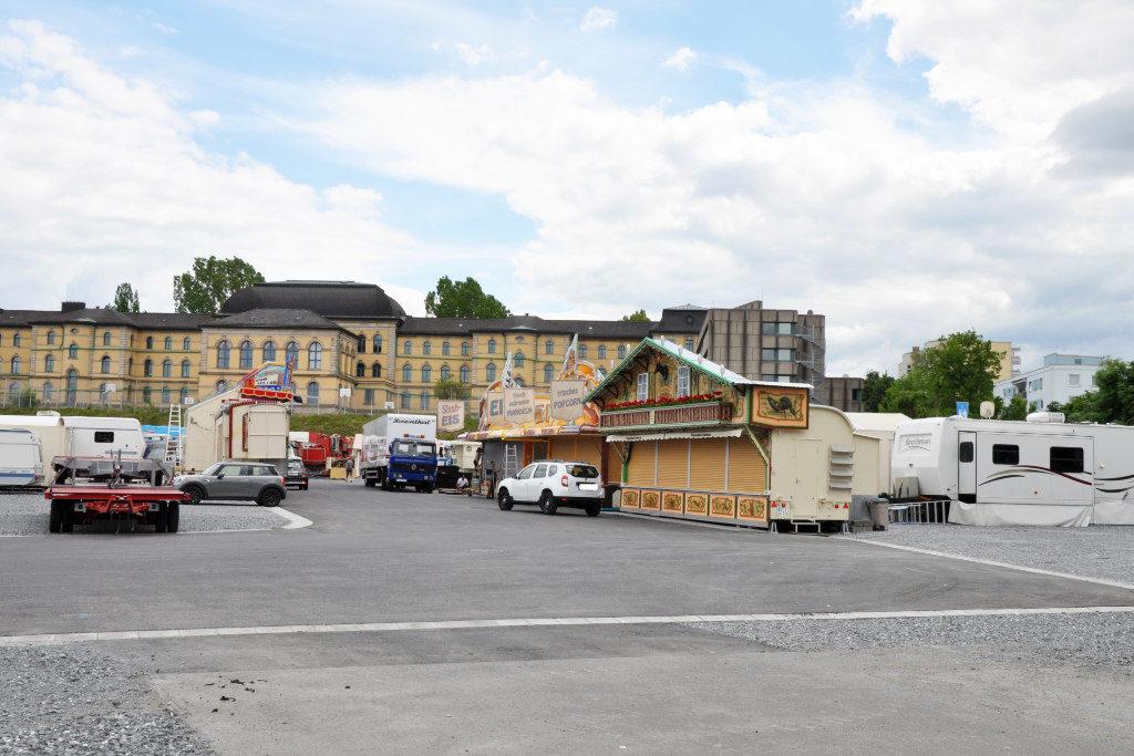Hier ist rechts hinten eine vierte Ecke auf dem Volksfest-Gelände entstanden.