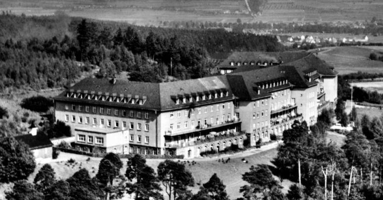"""Das Versorgungskrankenhaus heißt heute """"Krankenhaus Hohe Warte"""". Foto: Archiv Elfriede Müller"""