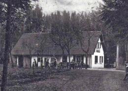 """Wenige Tage, nachdem in der deutschen Kolonie Kamerun die deutsche Fahne gehisst wurde, benannten Festspielmitwirkende das Forsthaus um: """"Dort ka ma ruhn"""". Foto: Archiv Bernd Mayer."""