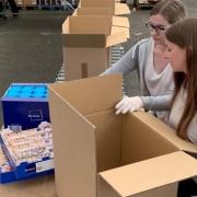 Aus Bayreuth werden Care Pakete an Bedürftige in Bayreuth verschickt. Foto: Rotary Club Bayreuth